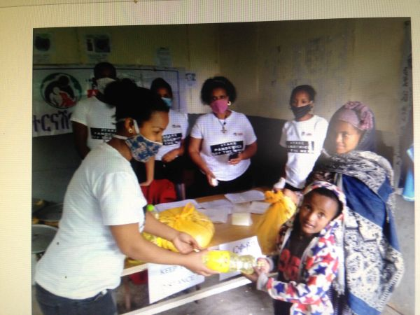 IFA distributing food parcels